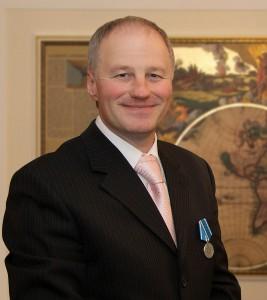 Серебряная медаль вручена адвокату Упорову за победы в судах!