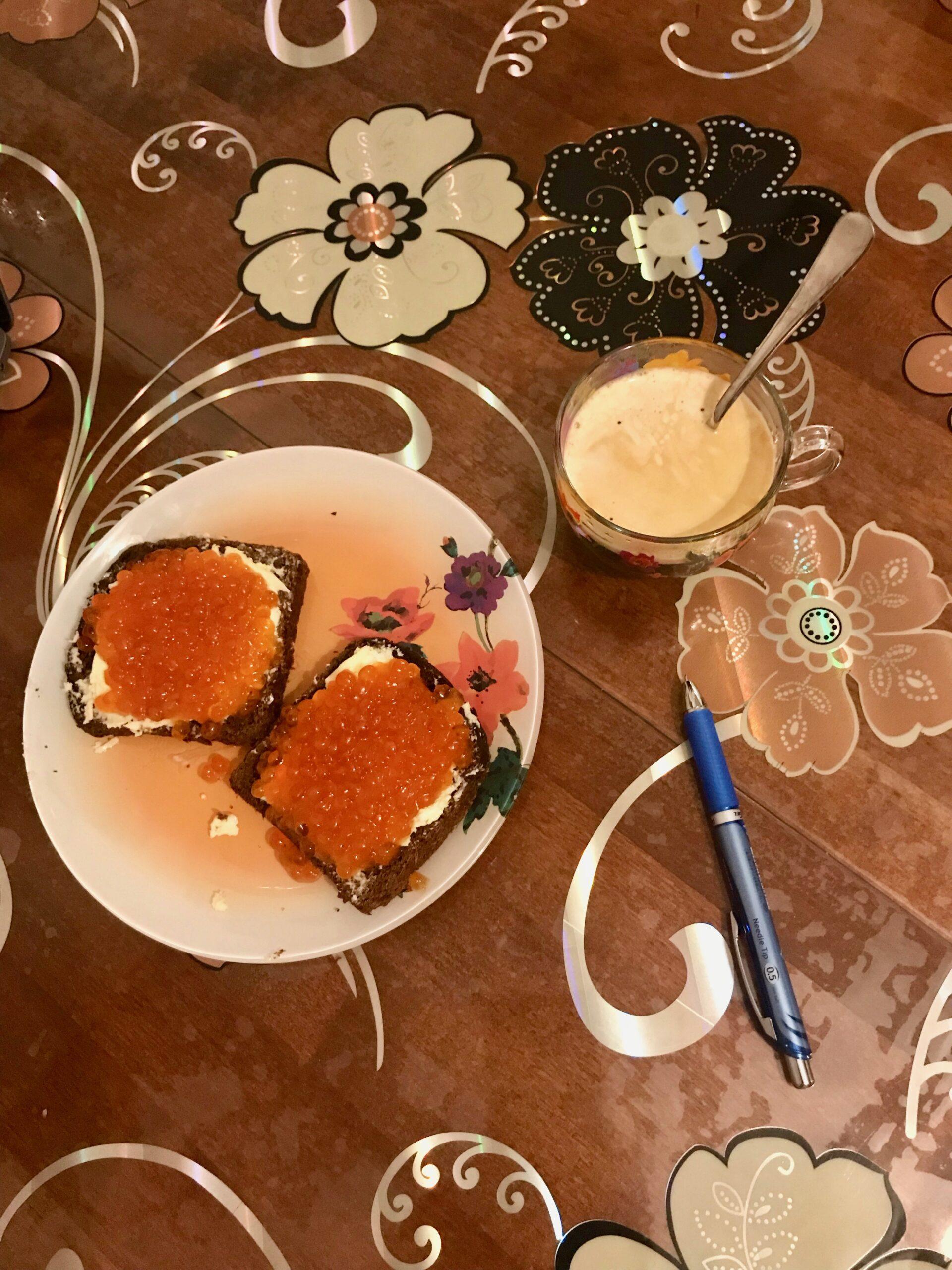 Праздничный завтрак, скромного адвоката. Готовлюсь к празднованию Революции.